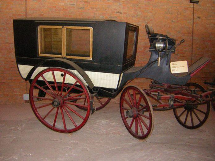 L'omnibus, la carrozza bus della collezione di cascina farisengo