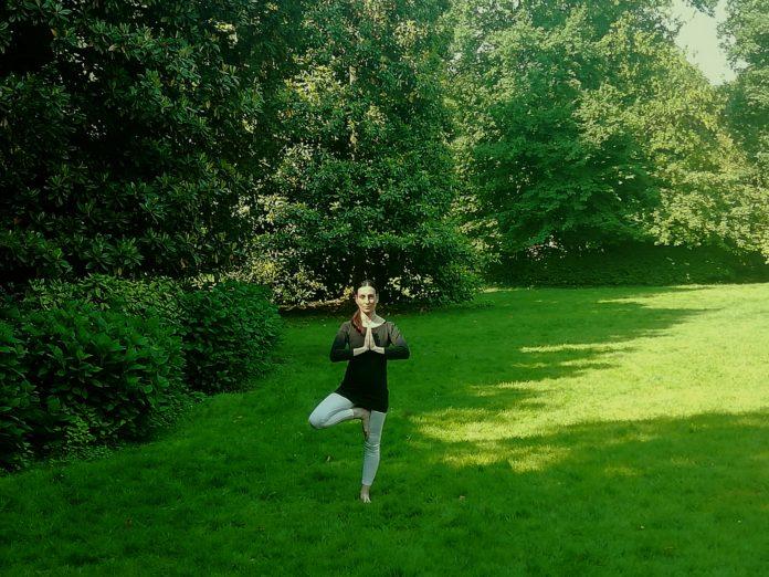 yoga in giardino, attività nel verde